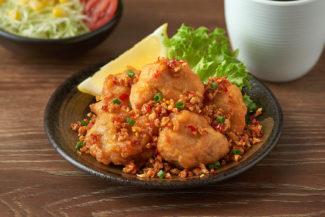 <b>ไก่ทอดคาราอาเกะ คั่วพริกเกลือ</b>