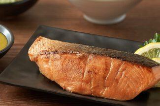 <b>สเต็กปลาแซลมอน<br>ซอสซีฟู๊ดวาซาบิ</b>